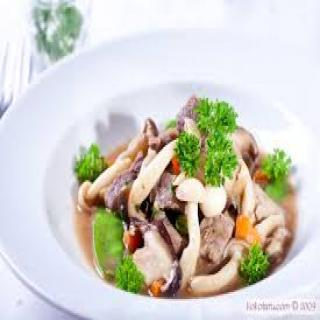 Món bò sốt nấm linh chi